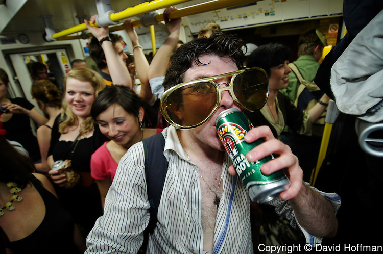 Party on the London Underground circle line on the eve of the new London Mayor Boris Johnson's alcohol ban. 31 May 2006.