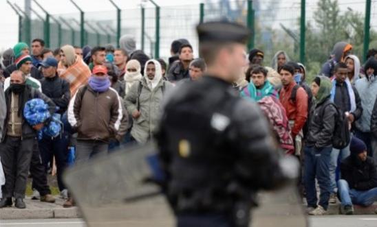 195463_france-police-immigration