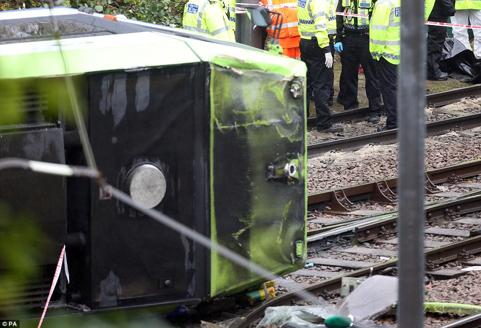 3a33691500000578-3919150-the_two_car_vehicle_thought_to_weigh_around_35tonnes_derailed_at-a-81_1478694431970