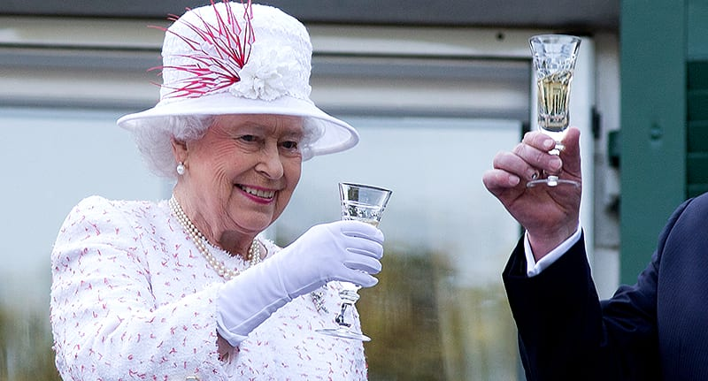 55489unilad-imageoptim-queen-spending-food-drink