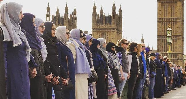 645x344-muslim-women-form-human-chain-on-westminster-bridge-in-london-as-symbol-of-unity-1490603143568