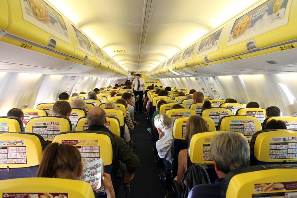 Boeing_737-8AS,_Ryanair_AN2277509
