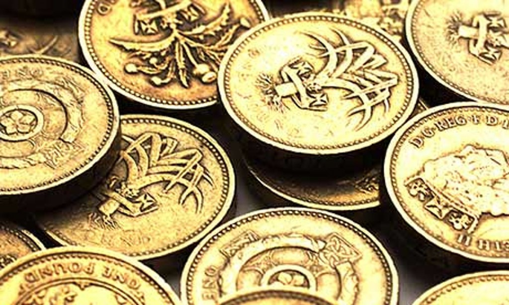 Pile-of-one-pound-coins-008
