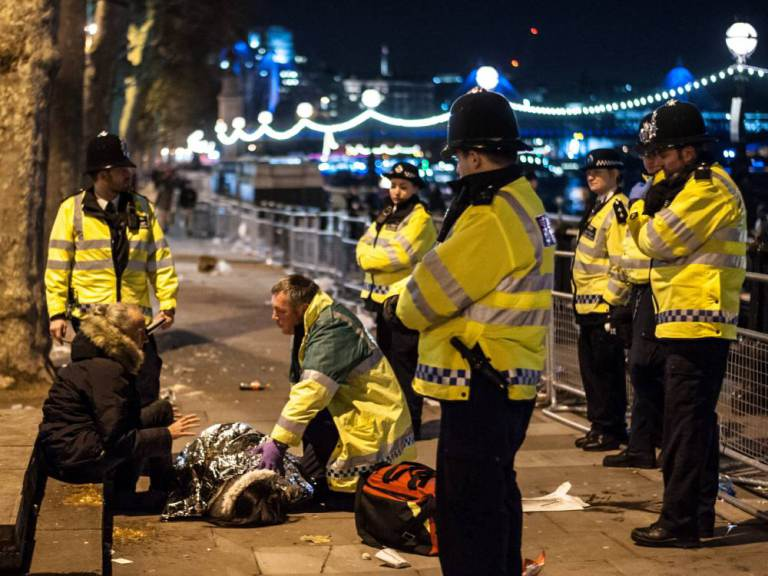 As the clean up operation gets underway, police officers deal with the casualties of drinking after the New Year 2016 celebrations in London Featuring: View, Atmosphere Where: London, United Kingdom When: 01 Jan 2016 Credit: WENN.com