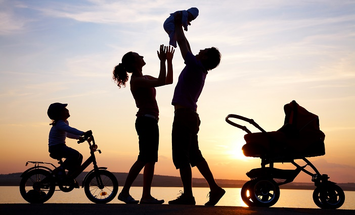 happy-family-silhouette-