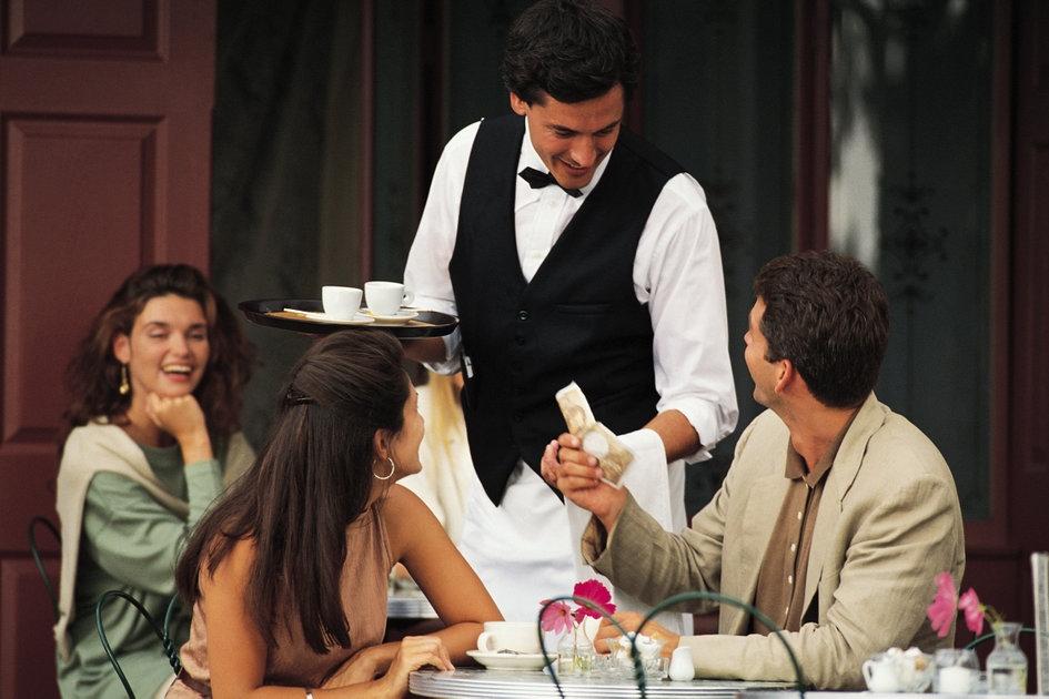 waiter-good-service1